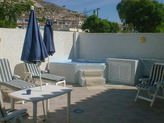 TOWN HOUSE  5 MIN WALK TO TIVOLI WORLD, Arroyo de la Miel