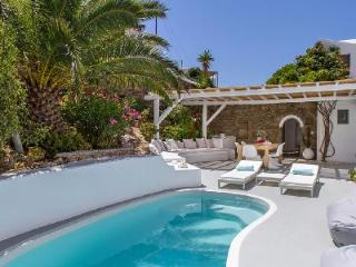Traditional Mykonian Villa Gaia with Pool, Terrace & Sea Views - 5 min to Town, Agios Ioannis