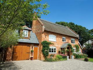 Luxury New Forest Cottage near Sway/Lymington  .