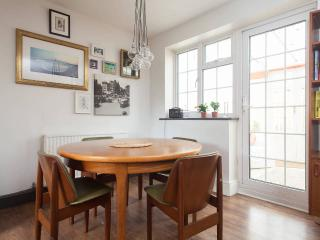 3 double bed home in East London - City Village