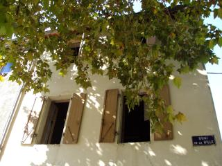 Charming Newly Renovated River-Front 3 Bedroom Hou, Quillan