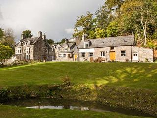 TAN LLAN, stunning Grade II listed retreat in extensive grounds, fire, woodburner, games room, superb en-suites, sought-after accommodation in Llanelltyd, Ref. 921373