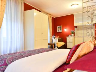 VILLA OLIVIA Luxury Old Town Red studio, Split