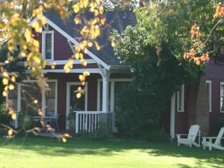 Beautiful Farmhouse on Working Horse Ranch, Ashland