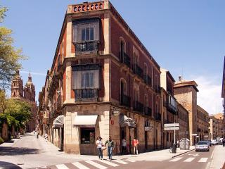 Central flat with balcony, Salamanca