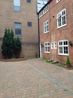 Rooms in Listed mews cottage in Nottingham city