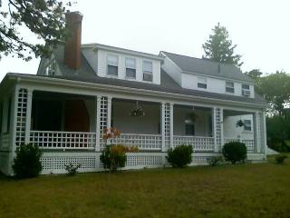 Historic Cape Cod Home  - walk to beach, West Harwich