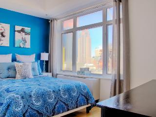 Renovated HUGE Apt in the Heart of NYC (JavitsCenter), New York City