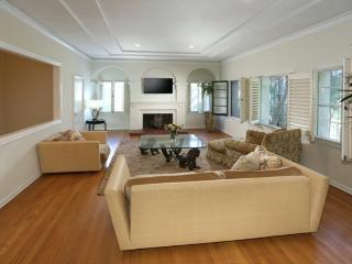 Walk To Rodeo Dr & trendy Robertson Blvd !!!, Beverly Hills