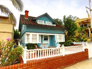 Hermosa Rose Cottage - Turn of the Century Cottage, Steps to the beach and the Hermosa Pier!