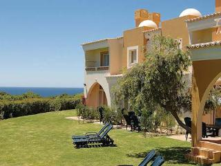 1 Bedroom Townhouse In A 4 Star Resort Overlooking The Ocean – Carvoeiro - REF. PPG154644