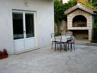 Comfy studio with terrace, 50m from the sea, Brist