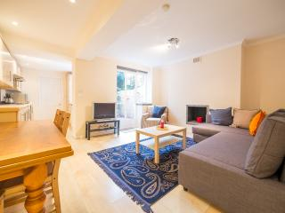 Lovely 1 bedroom flat with Patio in Chelsea SW10, London