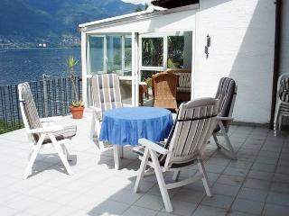 Apartment near Lago Maggiore with terrace and spectacular lake view, San Nazzaro
