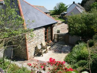 """""""Threpney Byre"""" – character-filled cottage in Cornwall with private courtyard, Looe"""