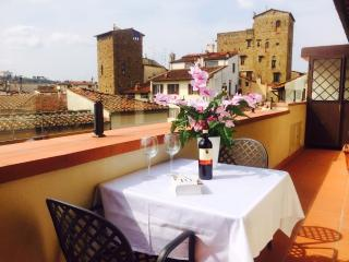 New apartment with Terrace, 200m from the Duomo, Florence