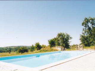 Contemporary Aquitaine villa with gorgeous shared pool, Saint-Paul-Lizonne