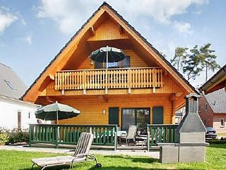 Family-friendly house with large garden and views of Lake Müritz, Roebel
