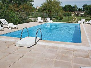 Large house in Vaux-sur-Mer with terrace and pool, near surfing hotspot of Royan