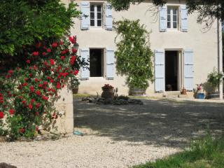 """Maison Vignes"" – charming and spacious farmhouse in Gascogne with pool and countryside views, Fources"