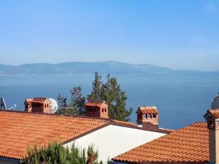 Three-bedroom apartment in Rabac, Istria, with sea-view balcony, 800m from the beach