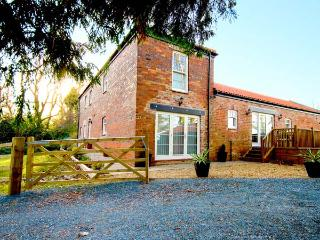ELMWOOD COTTAGE, woodburner, WiFi, off road parking, delightful cottage near Great Ayton, Ref. 8989