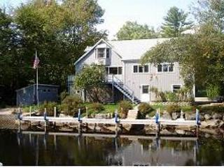 Fantastic Balmoral Waterfront Home on the Canal Sleeps 8 (CAM83Wflr), Moultonborough