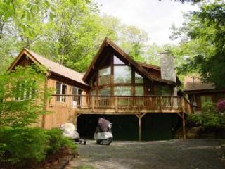 Beautiful Beach Access Home in Suissevale on Lake Winnipesaukee (LUG13Bfp), Moultonborough