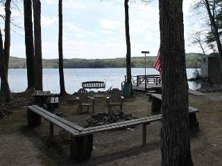 Lovely Vintage Lakehouse Waterfront on Lake Waukewan (MAN84W), Meredith