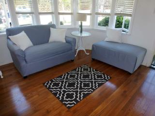 airy + bright + breezy beach town bungalow 30days, Santa Monica