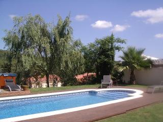VILLA BARCELONA 4 BEDROOM WITH POOL AND JAQUZZI, Sitges