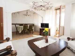 Arena Royal Suite, sleeps 5, parking, WiFi, Belgrado