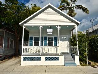 Almost Southernmost- Private Hot Tub - Half Block To Duval St. Sleeps 6, Key West