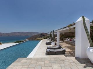 Lovely 6 Bedroom Villa in Panormos