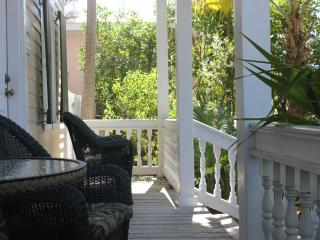 Eyebrow House - Historic Home in Heart of Old Town, Key West