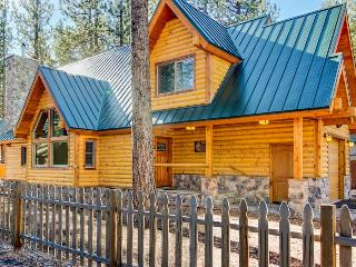 Spacious woodsy lodge w/ loft, super close to ski!, South Lake Tahoe