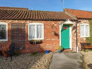 RING-O-BELLS COTTAGE, all ground floor, off road parking, front gravelled area, in Burgh le Marsh, Ref 921013