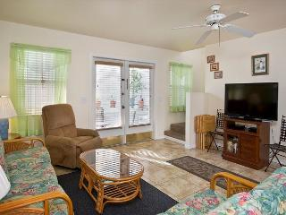 BMW Fantasy - 2 Bedroom Condo with a Shared Pool, Key West