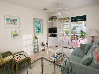 Paradise Found - 2 Bedroom Condo with a Shared Pool, Key West