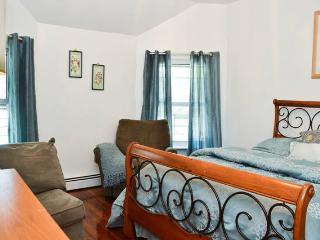Spectacular 3 Bedroom With 6 Beds, Staten Island