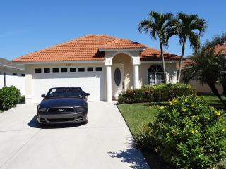 EVERYTHING NEW, SCREENED HEATED POOL, WALKING DIST, Naples