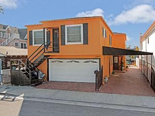 Newport Island home with amazing views and dock for use!, Newport Beach