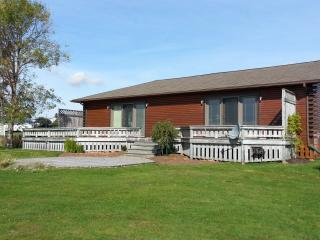 Luxury Waterfront Family Cottage, Bay Fortune