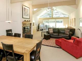 Downtown Luxury Townhouse Clarendon 8 with access to Pool, Hot Tub & Sauna, Aspen
