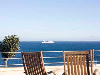 Andalusian sea-side villa for up to 8p with pool, Algeciras