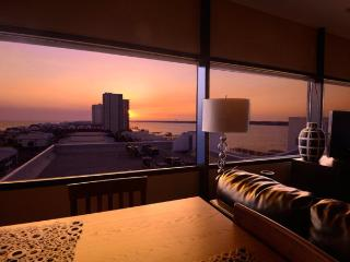 PENTHOUSE HIDEAWAY: Beach Lover's Romantic Haven!, Gulf Shores
