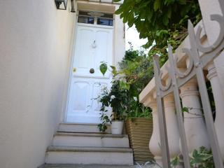 CANNES BEACH TOWNHOUSE WITH GARDEN AND SEAVIEW, Cannes