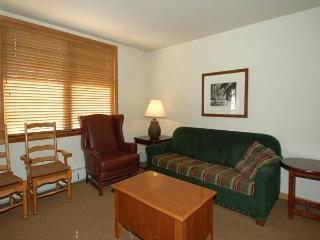 Ski in Ski out slopeside two bedroom at the Zephyr Mountain Lodge. Sleeps 6!!, Winter Park