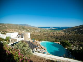 Villa in ANDROS, with breathtaking view and pool, Andros