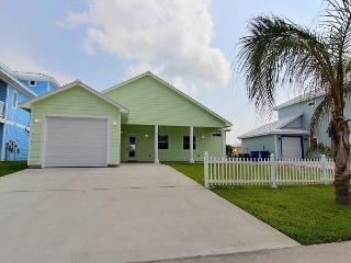 BRAND NEW Sandy Paws, Pet Friendly, 3/3, Wifi, Boardwalk to Beach, Port Aransas